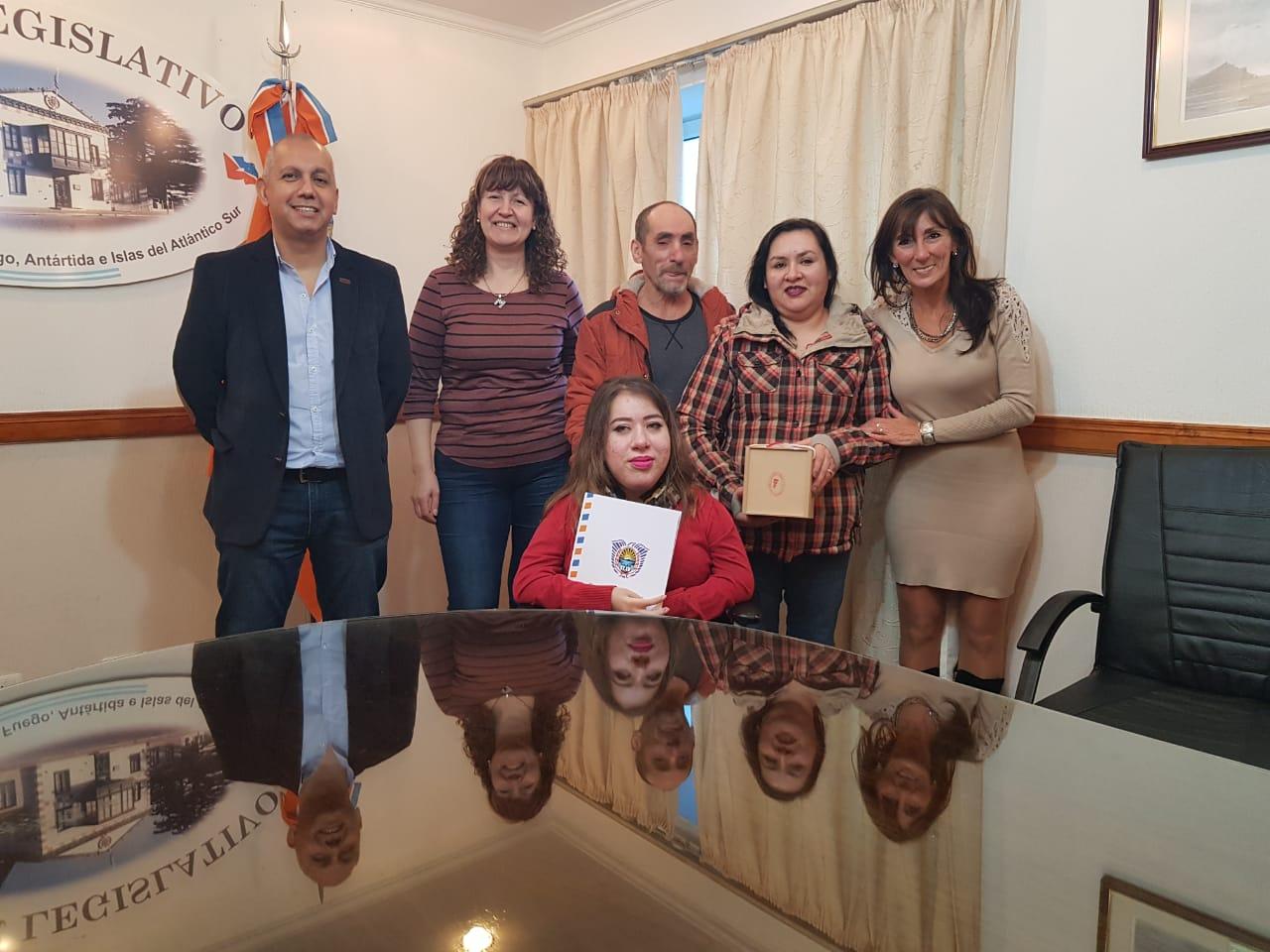 Urquiza y Villegas destacan la obra pictórica de Andrea Guevara Pérez