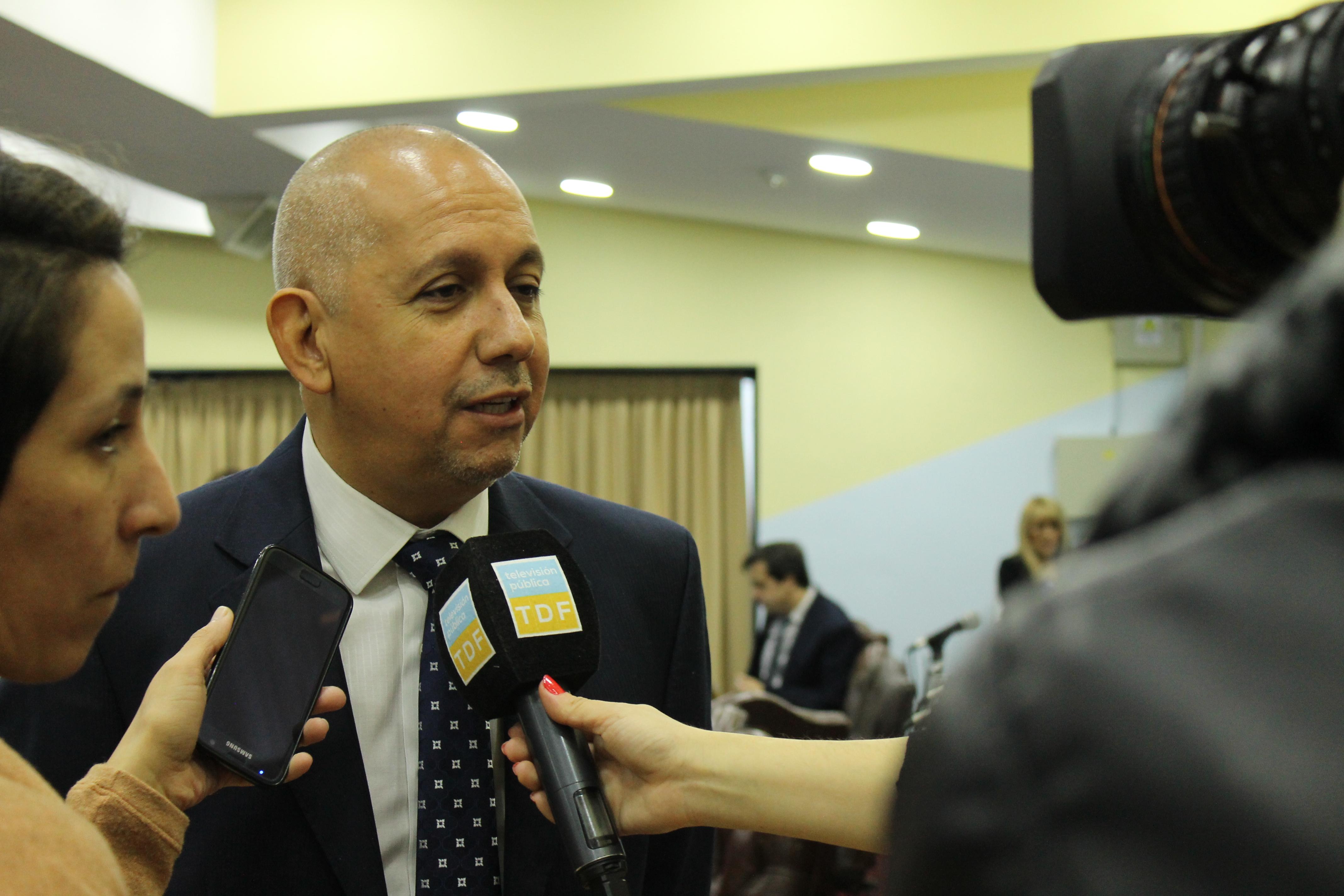 """Villegas: """"La realidad nos vuelve a golpear con una medida de Cambiemos que afecta a los fueguinos"""""""